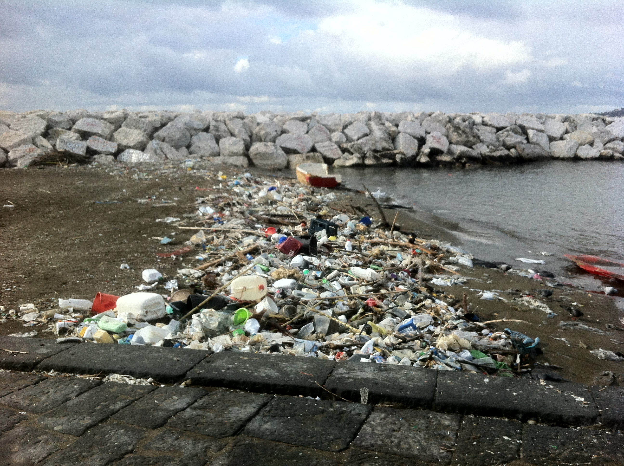 Trash Art The Italian Artist Moreno Di Trapani Has Created A Unique Installation In Reaction To Garbage Crisis Naples Italy Placed